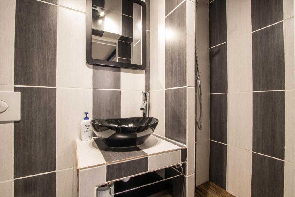 Apartment Studio Mezzanine Bleu, Roquebrune-Cap-Martin, France ...