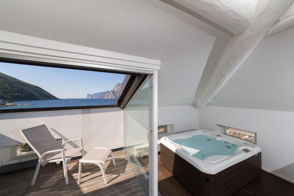 hotel lago di garda, nago-torbole, italy - booking.com - Soggiorno Lago Di Garda 2