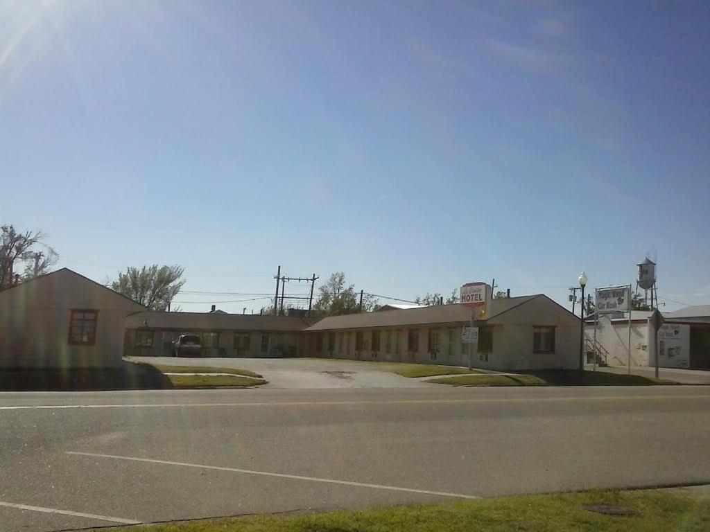 La Crosse Motel | 501 Main St, La Crosse, KS, 67548 | +1 (785) 222-2516