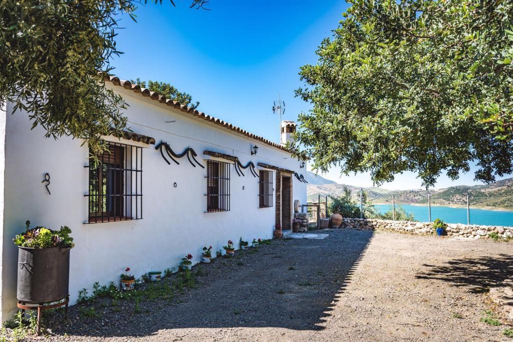 Finca el tesorillo zahara de la sierra precios actualizados 2019 - Casas en zahara de la sierra ...