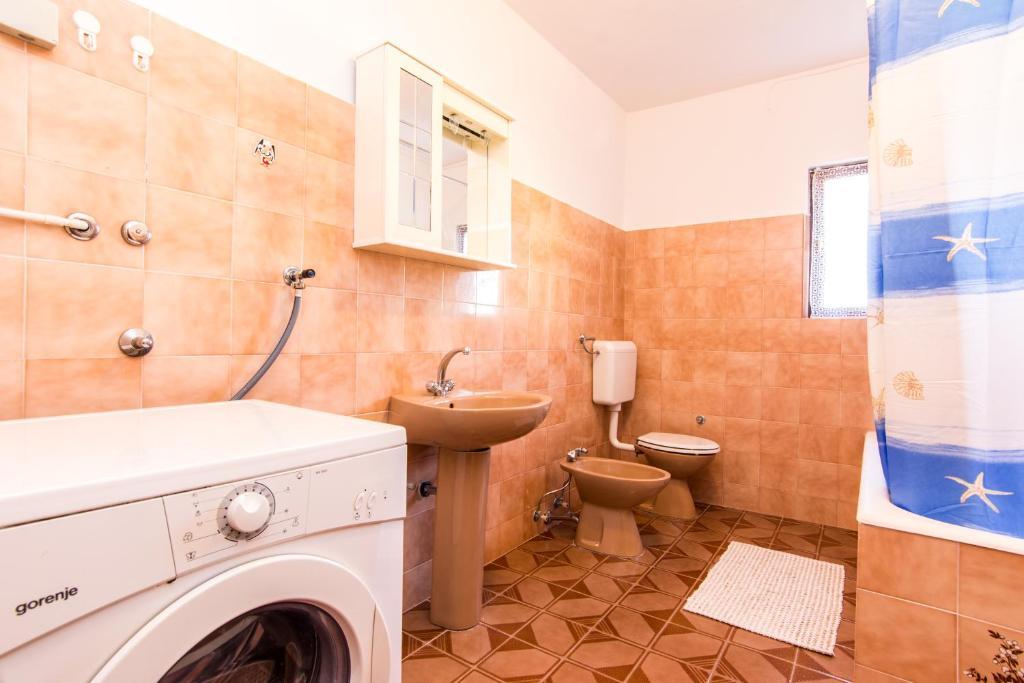 A bathroom at Apartments Ana