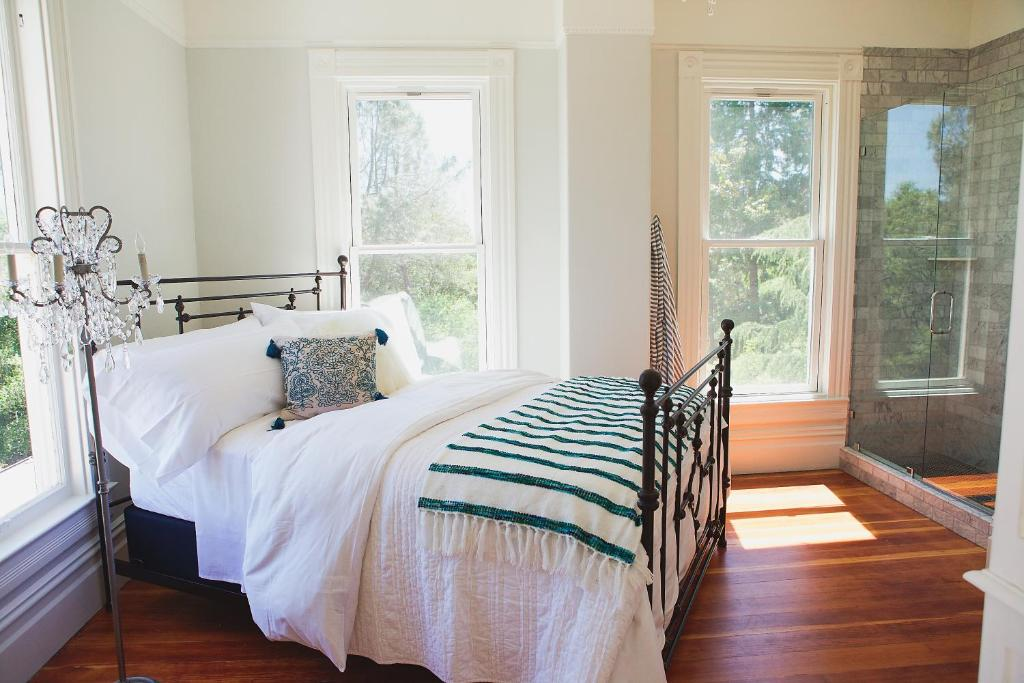 inn park victorian auburn ca. Black Bedroom Furniture Sets. Home Design Ideas
