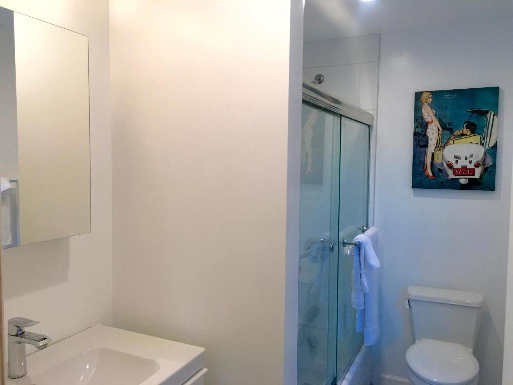 Apartment Modern 3 Bedroom 2 Bathroom, Los Angeles, CA - Booking.com