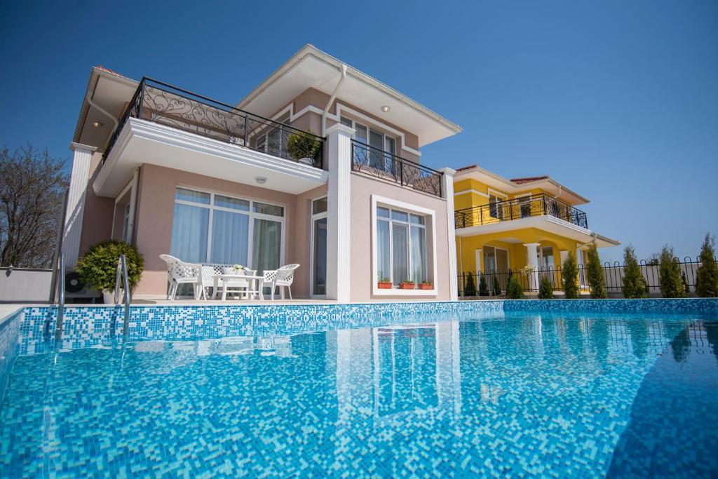 villa rocca burgas city bulgaria. Black Bedroom Furniture Sets. Home Design Ideas