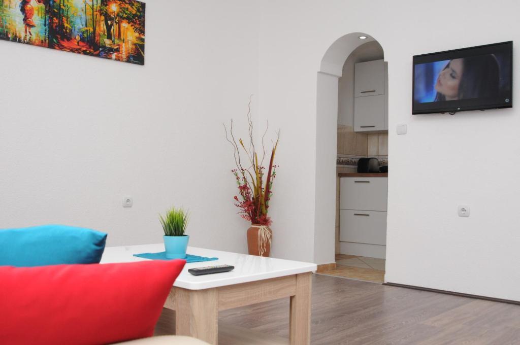 TV i/ili multimedijalni sistem u objektu Vila Magdalena