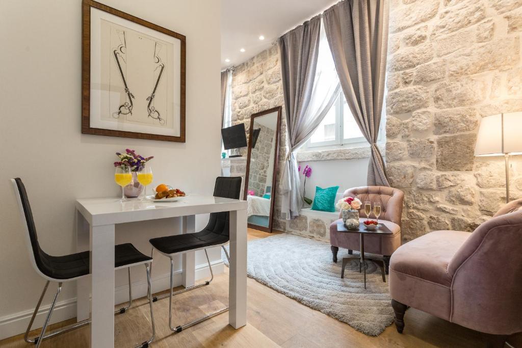 Zona de estar de Apartment and Rooms Stay