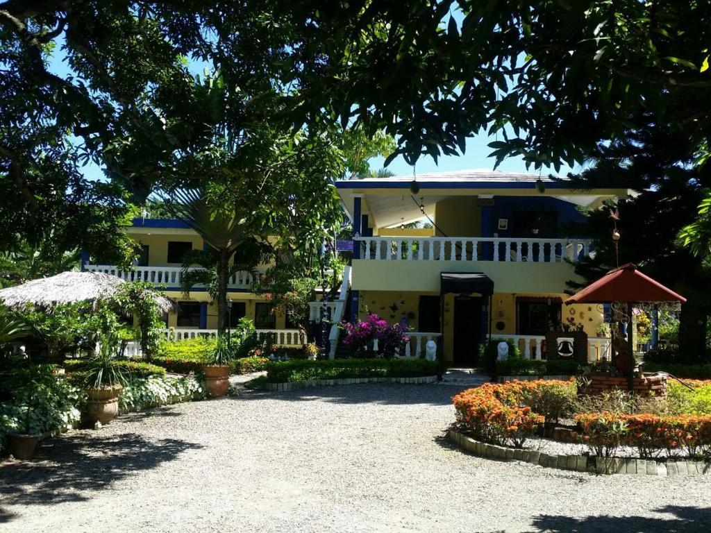 Hostel sana el jardin secreto santiago de los caballeros for El jardin de los secretos