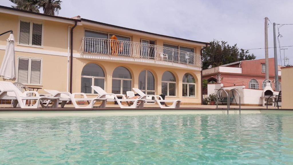 Piscina Del Sole Comiso.Isola Del Sole Siracusa Updated 2019 Prices