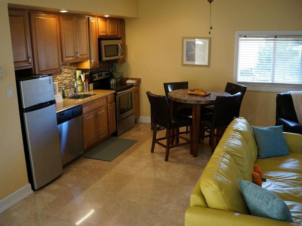 Vacation Home Su Casa by the Sea, Fort Lauderdale, FL - Booking.com