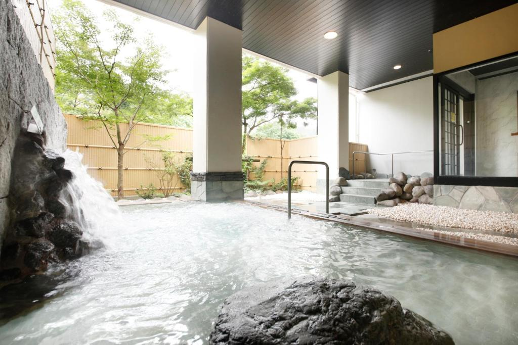 ポイント2.渓流沿いの清々しい露天風呂