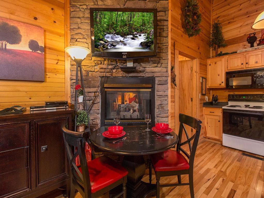 snuggle bear one bedroom cottage gatlinburg tn booking com