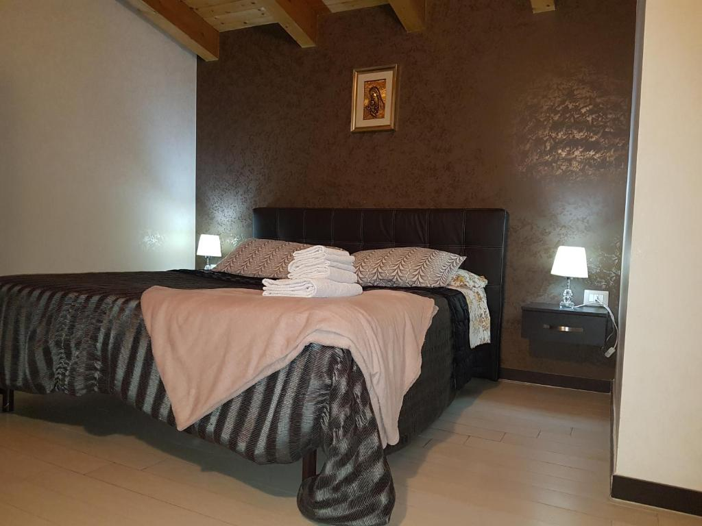 A bed or beds in a room at Al Prico