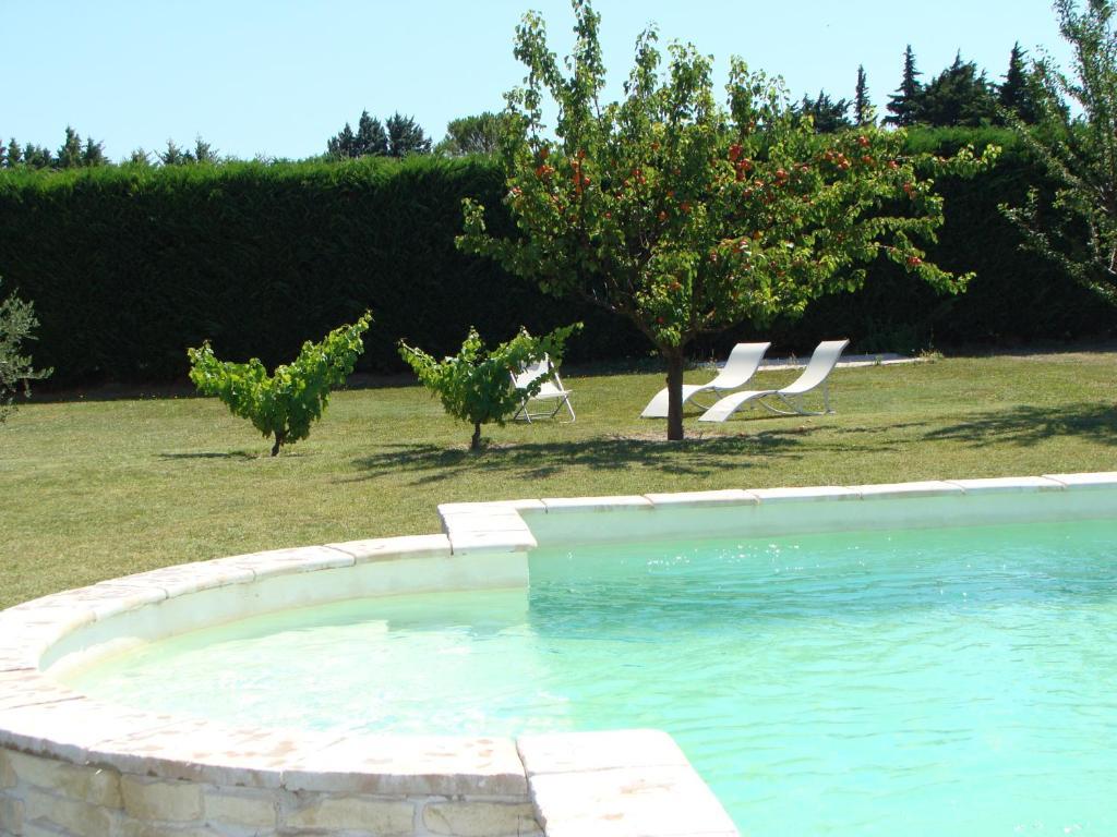 Gite avec piscine en campagne provencale france pernes - Gite pyrenees orientales avec piscine ...
