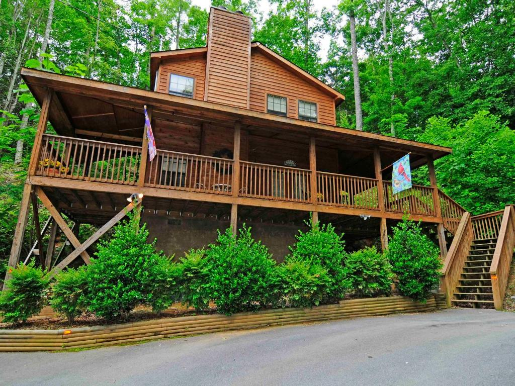 cabins indoor smokies s rent under tn gatlinburg for in the with pools affordable cheap