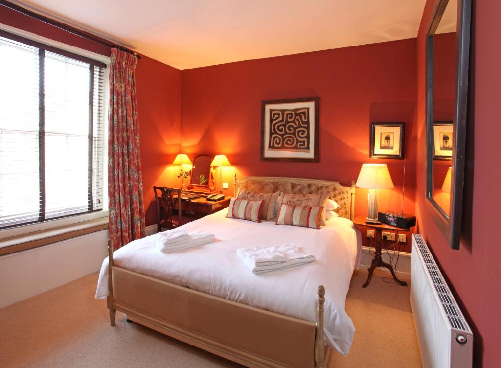 the crown hotel wells next the sea updated 2018 prices. Black Bedroom Furniture Sets. Home Design Ideas