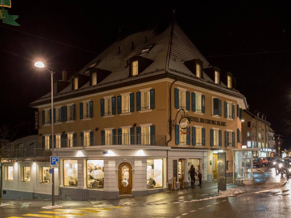 Hine Adon Aparthotel Cheval Blanc Bulle Switzerland Booking Com