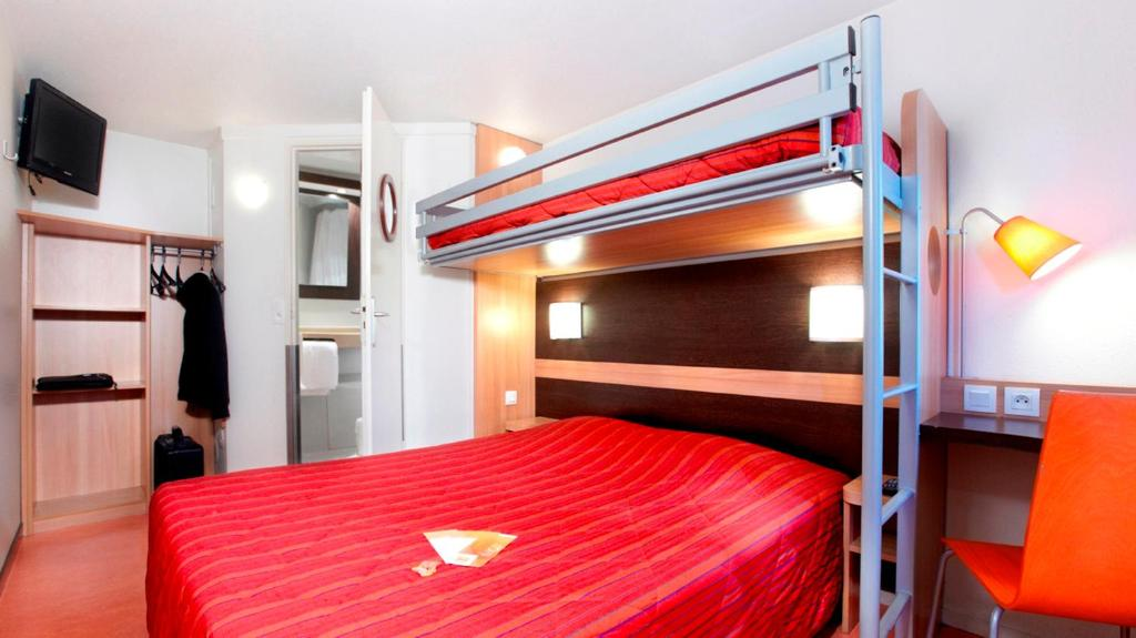 Un ou plusieurs lits superposés dans un hébergement de l'établissement Premiere Classe Dunkerque Est Armbouts Cappel