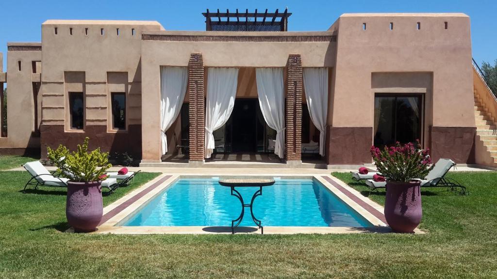 villa privee de luxe avec piscine privee maroc marrakech. Black Bedroom Furniture Sets. Home Design Ideas
