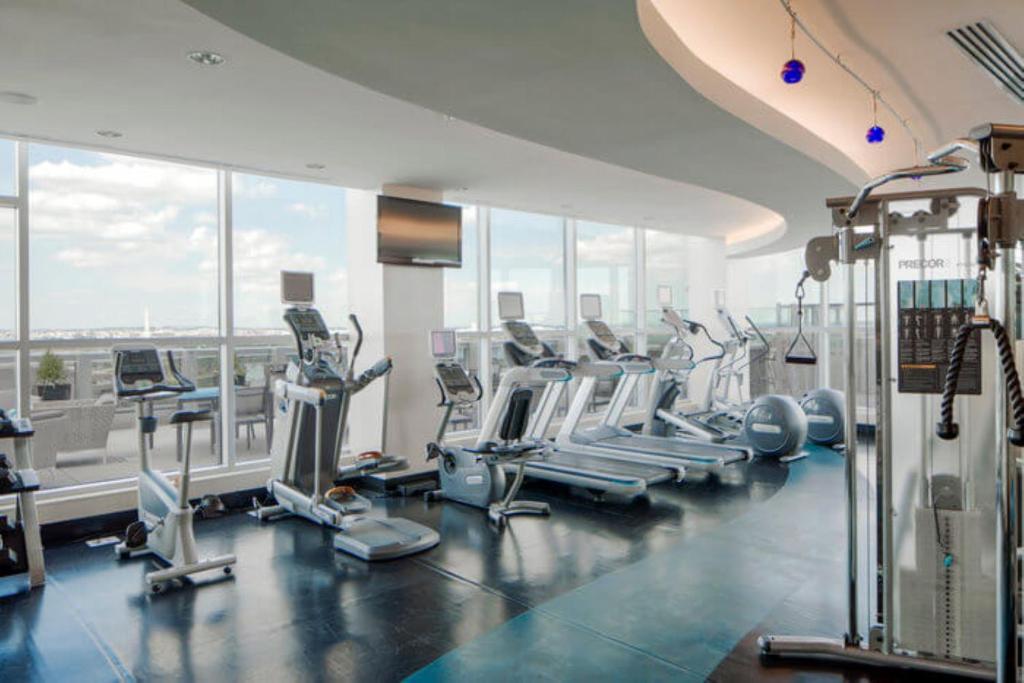Apartment Global Luxury Suites At Crystal Arlington Va Booking Com