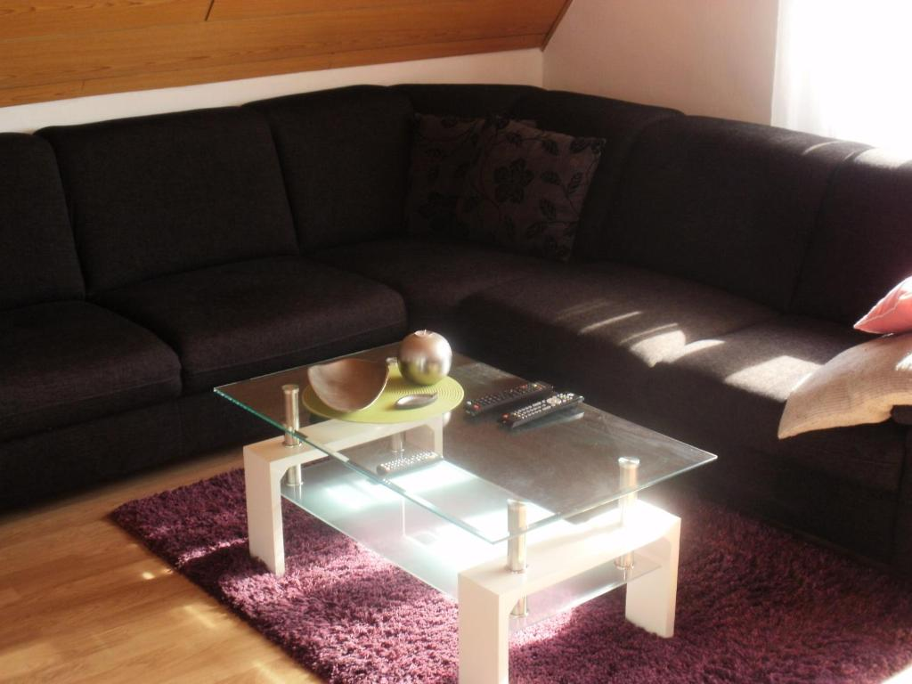 apartment monika deutschland frechen. Black Bedroom Furniture Sets. Home Design Ideas