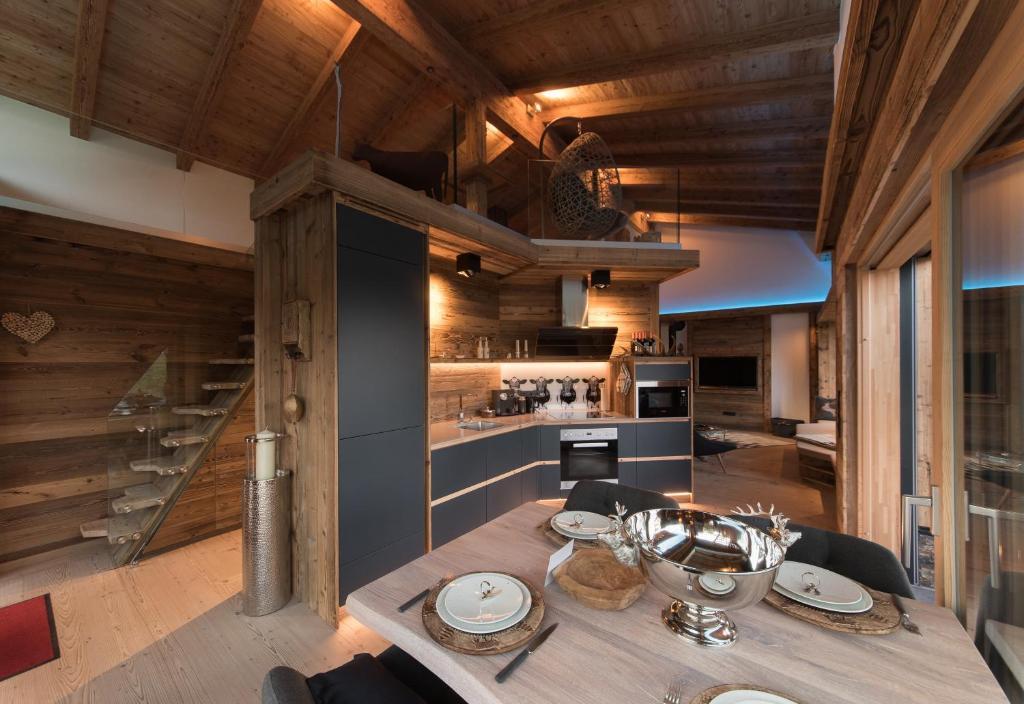 Chalet Tirolia Luxus-Suiten (Deutschland Seiwerath) - Booking.com