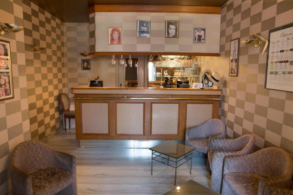 The lounge or bar area at Blanche de Castille