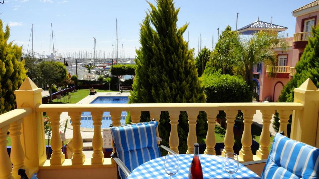 Apartamento puerto deportivo marina espa a torrevieja for Apartamentos puerto marina