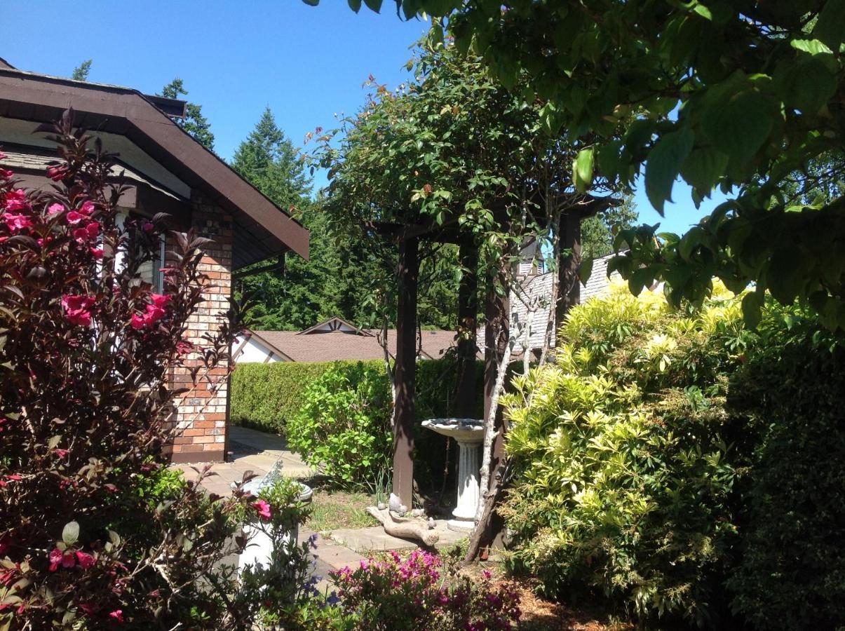 Laurel\'s Cottage, Qualicum Beach, Canada - Booking.com
