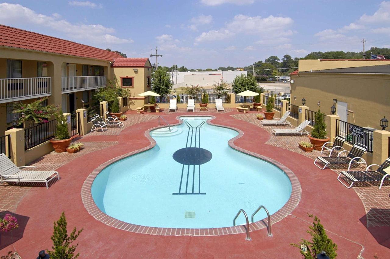 Days Inn at Graceland, Memphis, TN - Booking.com
