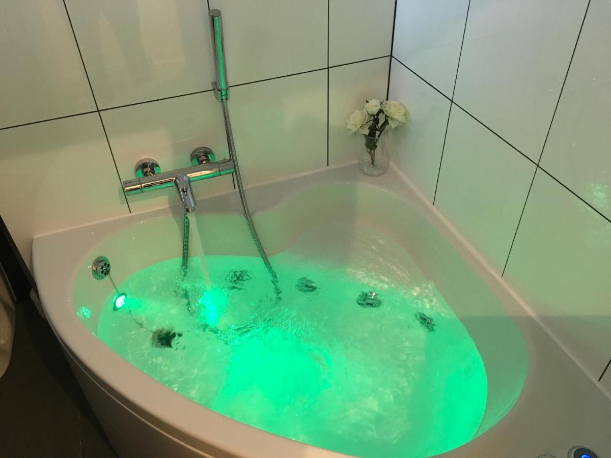Apartment Jacuzzi, London – Updated 2018 Prices
