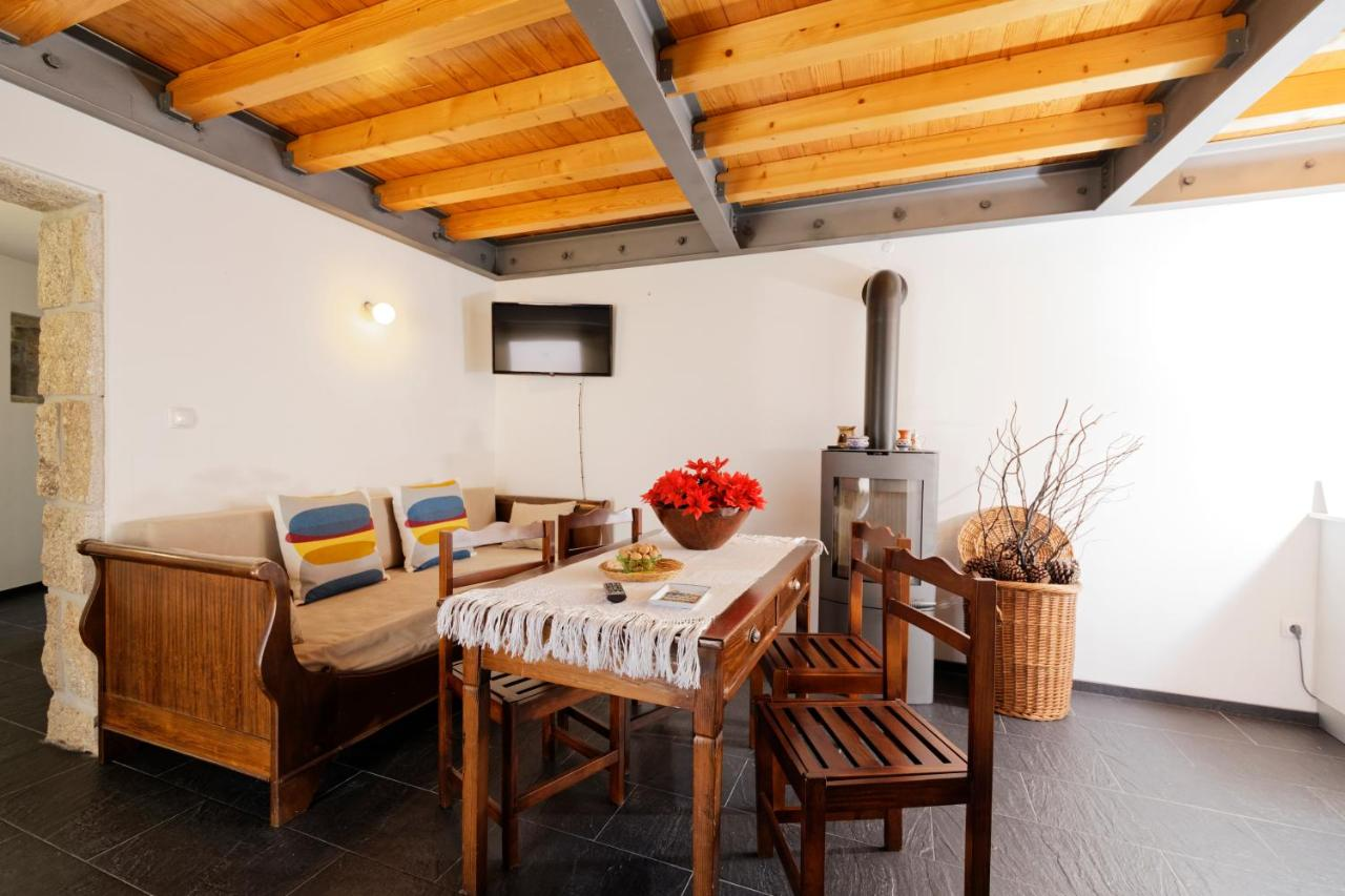 Schlafzimmer Mimo | Bed And Breakfast Antiga Casa Do Porco Viseu Portugal Booking Com