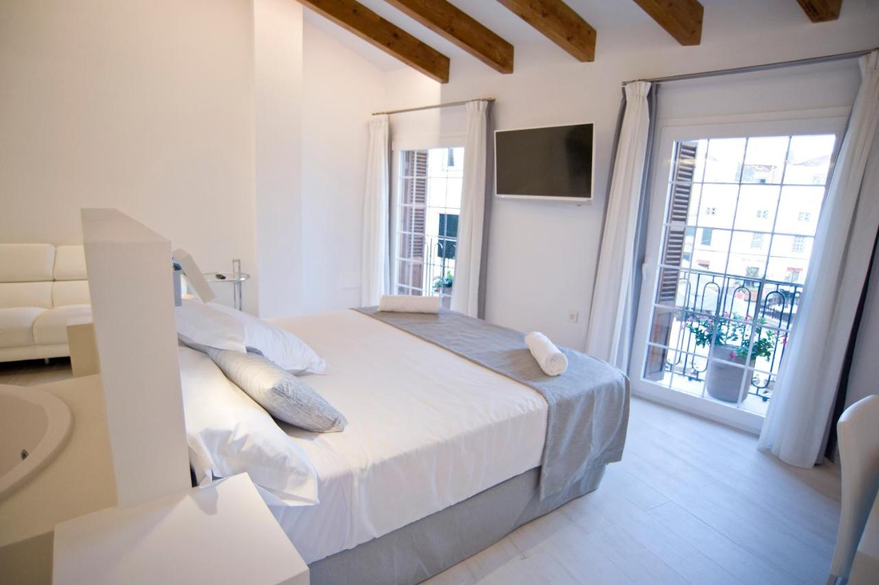boutique hotels mahon  87