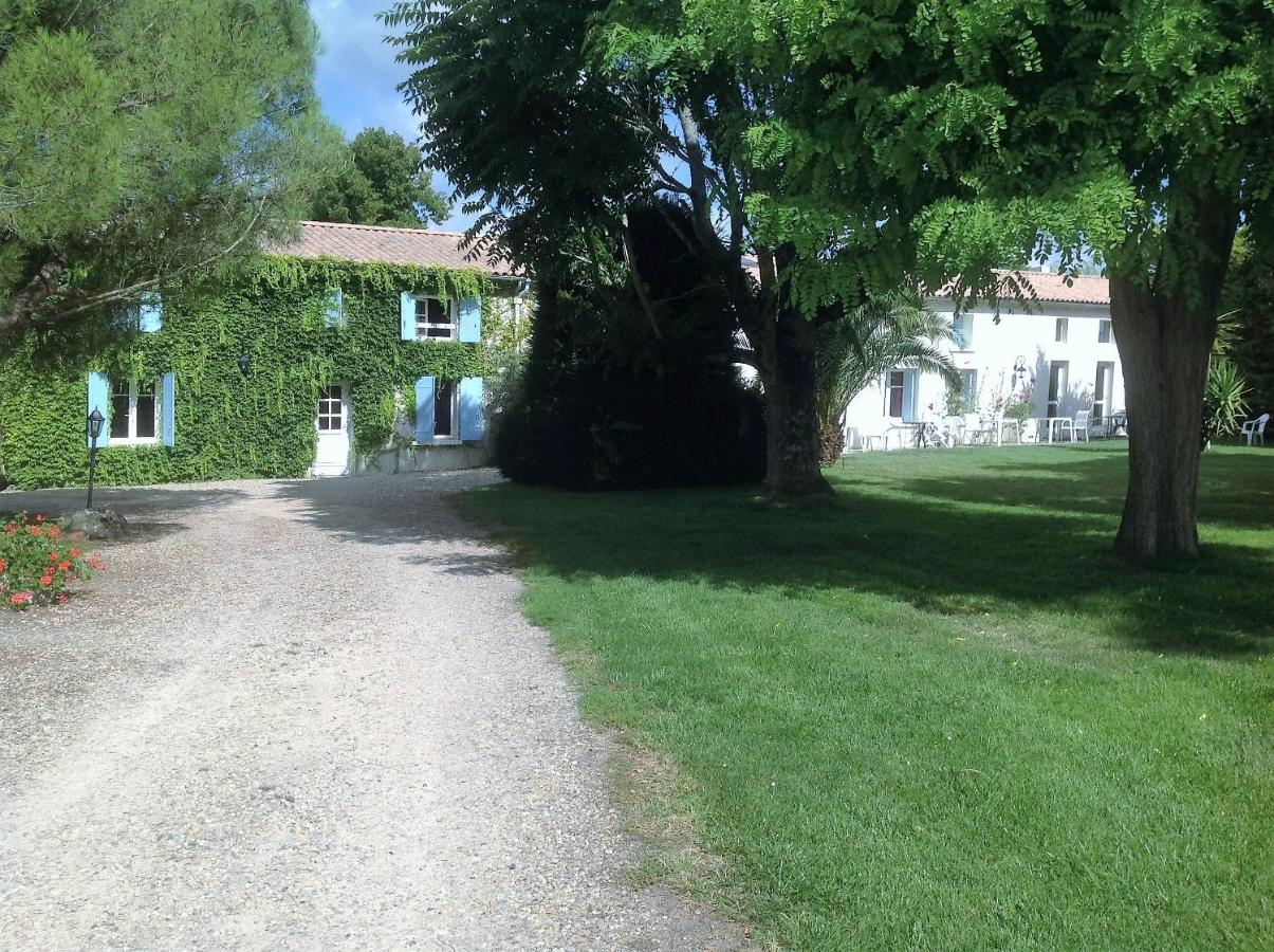 Guest Houses In Pisany Poitou-charentes