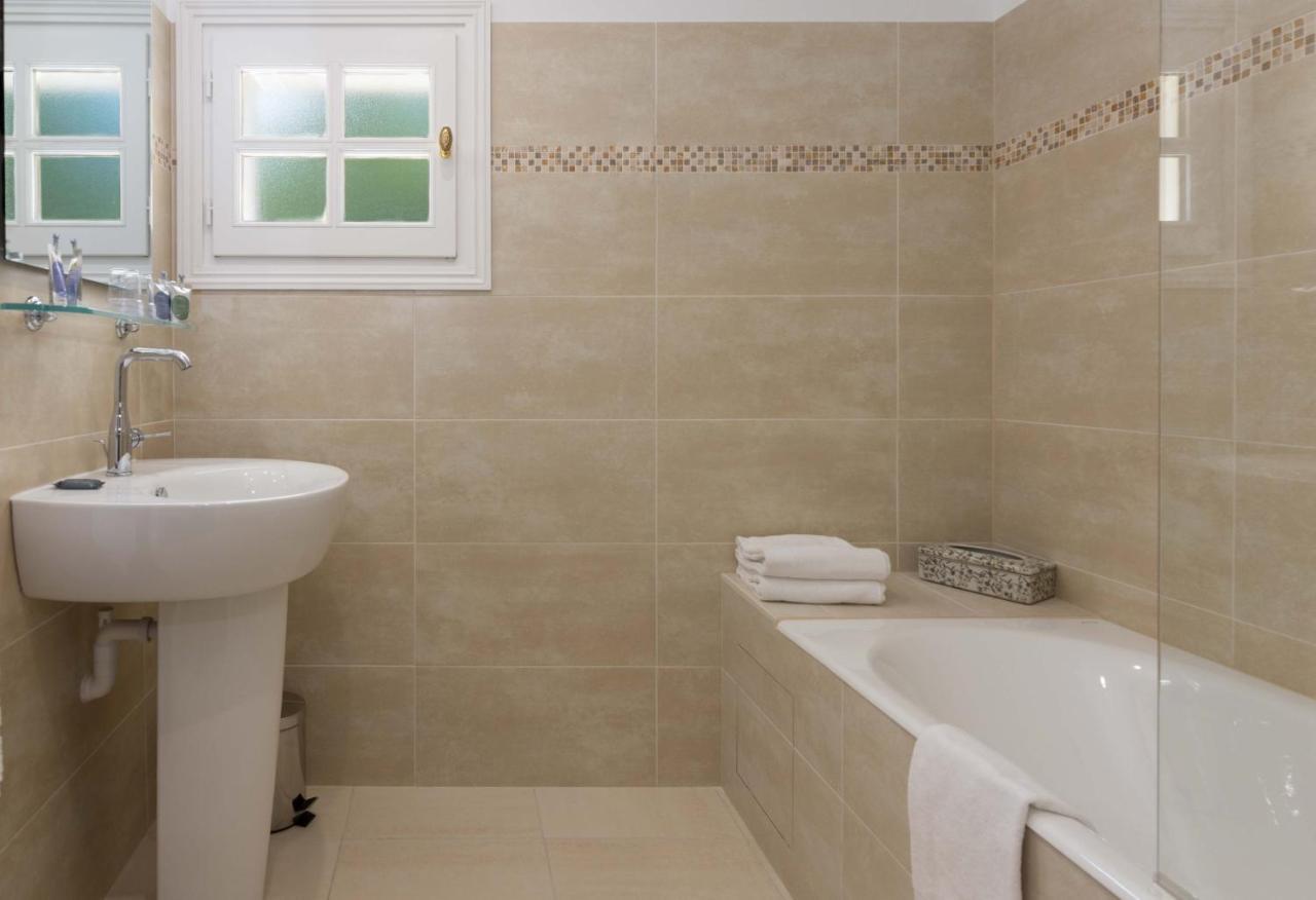 Was Heißt Waschbecken Auf Englisch hotel chateau de la rozelle frankreich cellettes booking com