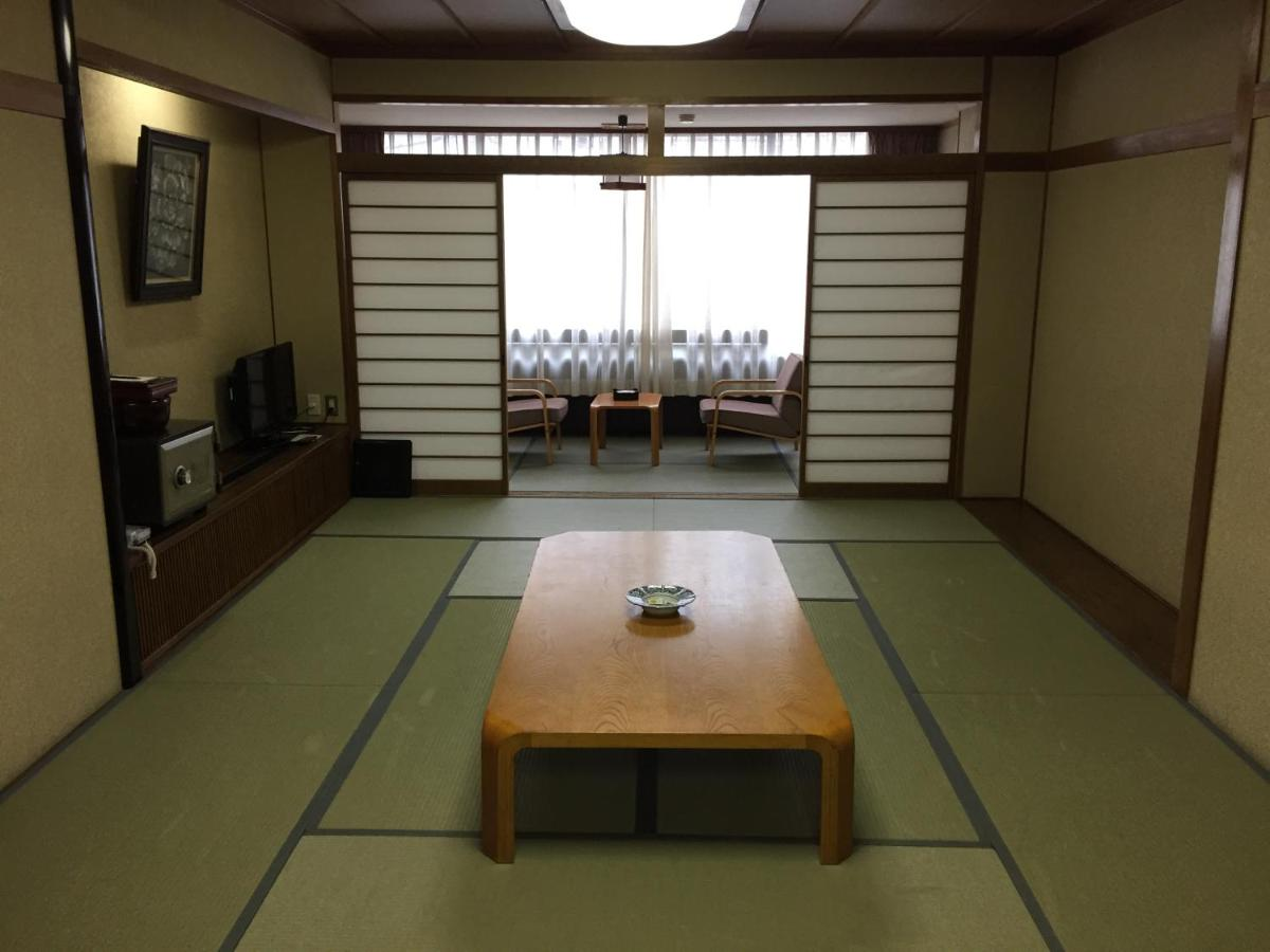 Japanse Lage Tafel.Hotel Sera Bekkan Japan Hiroshima Booking Com