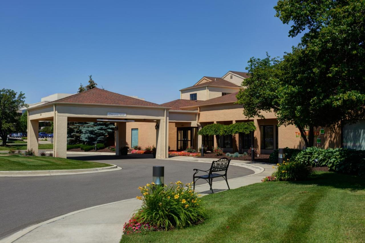 Hotels In Grand View Acres Michigan