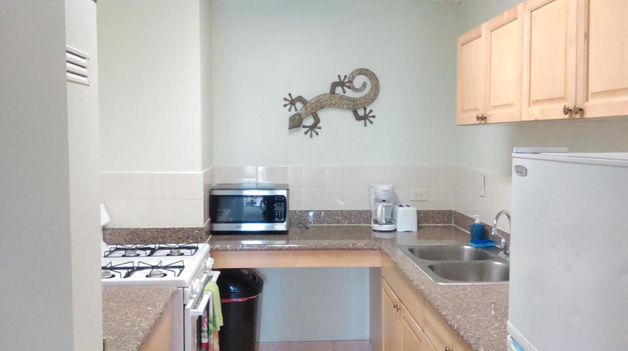 Apartment Waikiki Whale Watcher Apts 704, Honolulu, HI - Booking.com