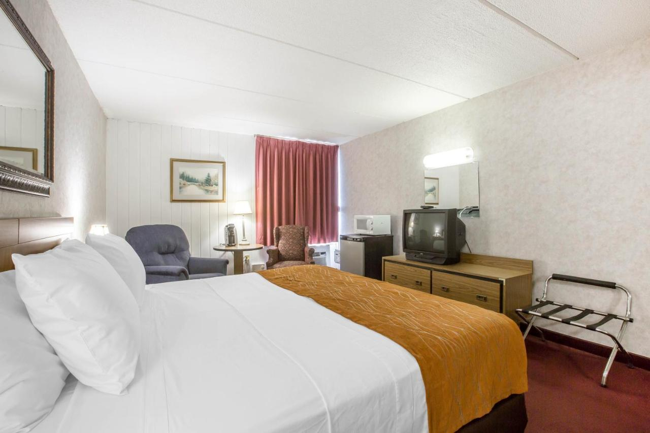 Econo Lodge Inn Suites Plattsburgh, NY - Booking.com