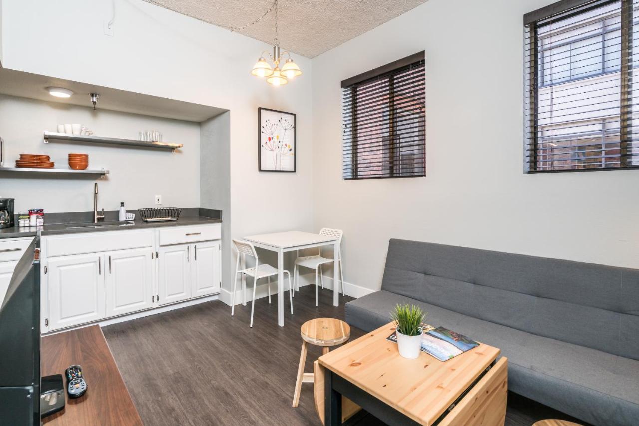 Seattle Aurora Apartment, WA - Booking.com