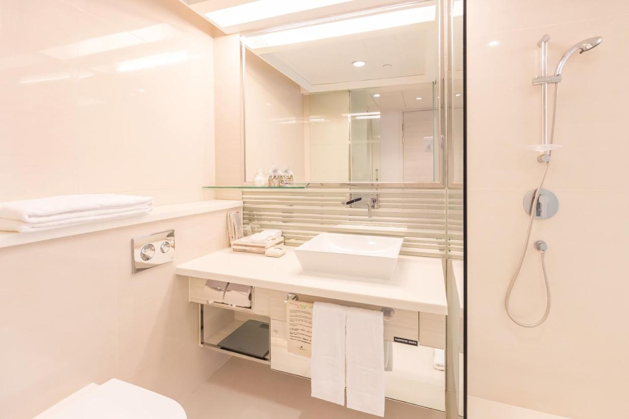 Regal Oriental Hotel (Hongkong Hongkong) - Booking.com