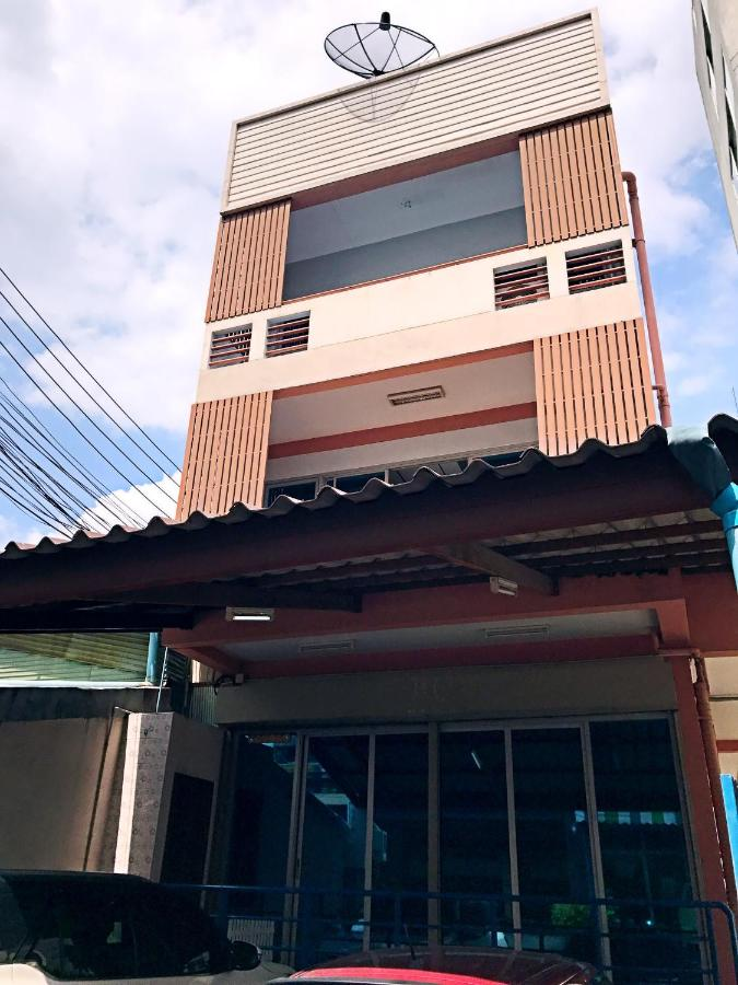 Hostels In Ban Song Krathiam Bangkok Province