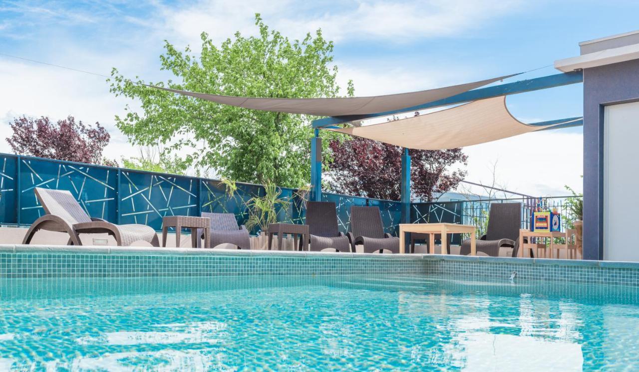 Hotels In Pailhès Languedoc-roussillon