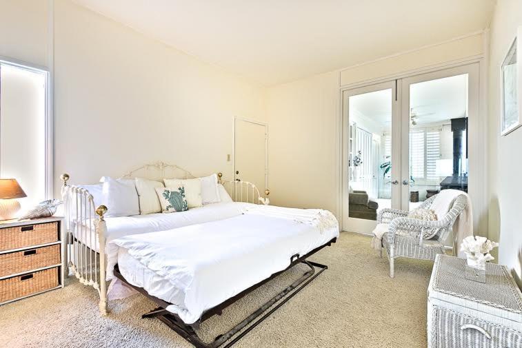LBC5321 Groovy Beachfront Penthouse FourBedroom Apartment