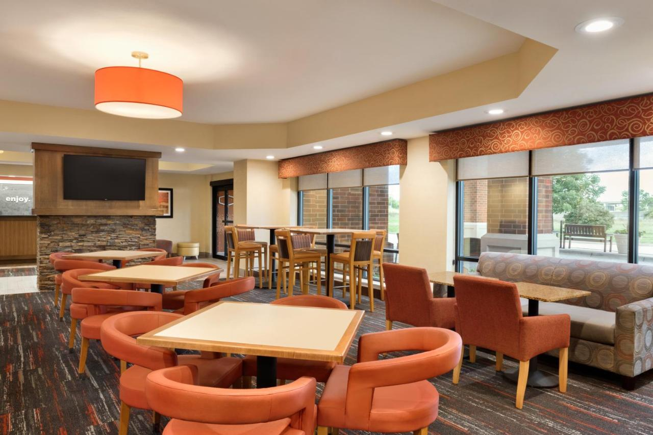 Hampton Inn West Des Moines, IA - Booking.com