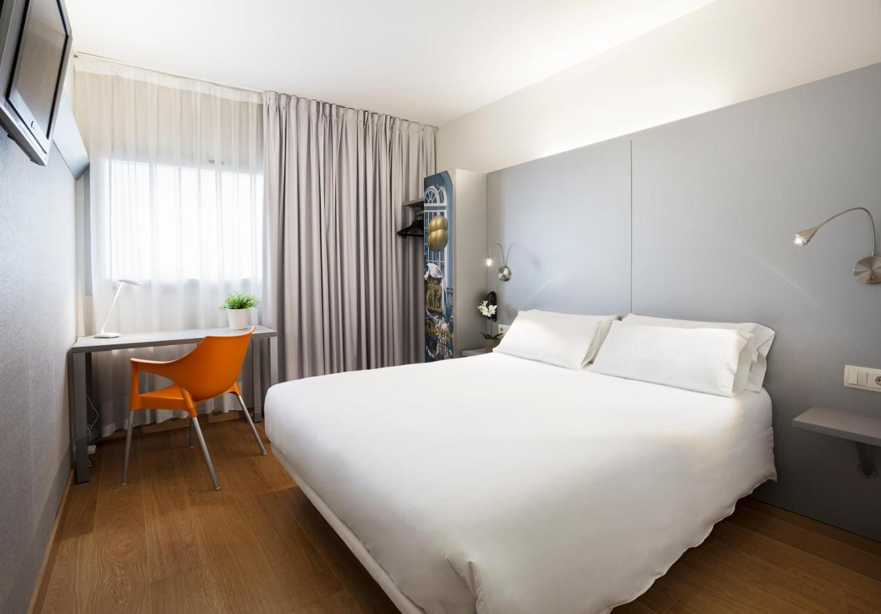 Hotels In Llampaies Catalonia