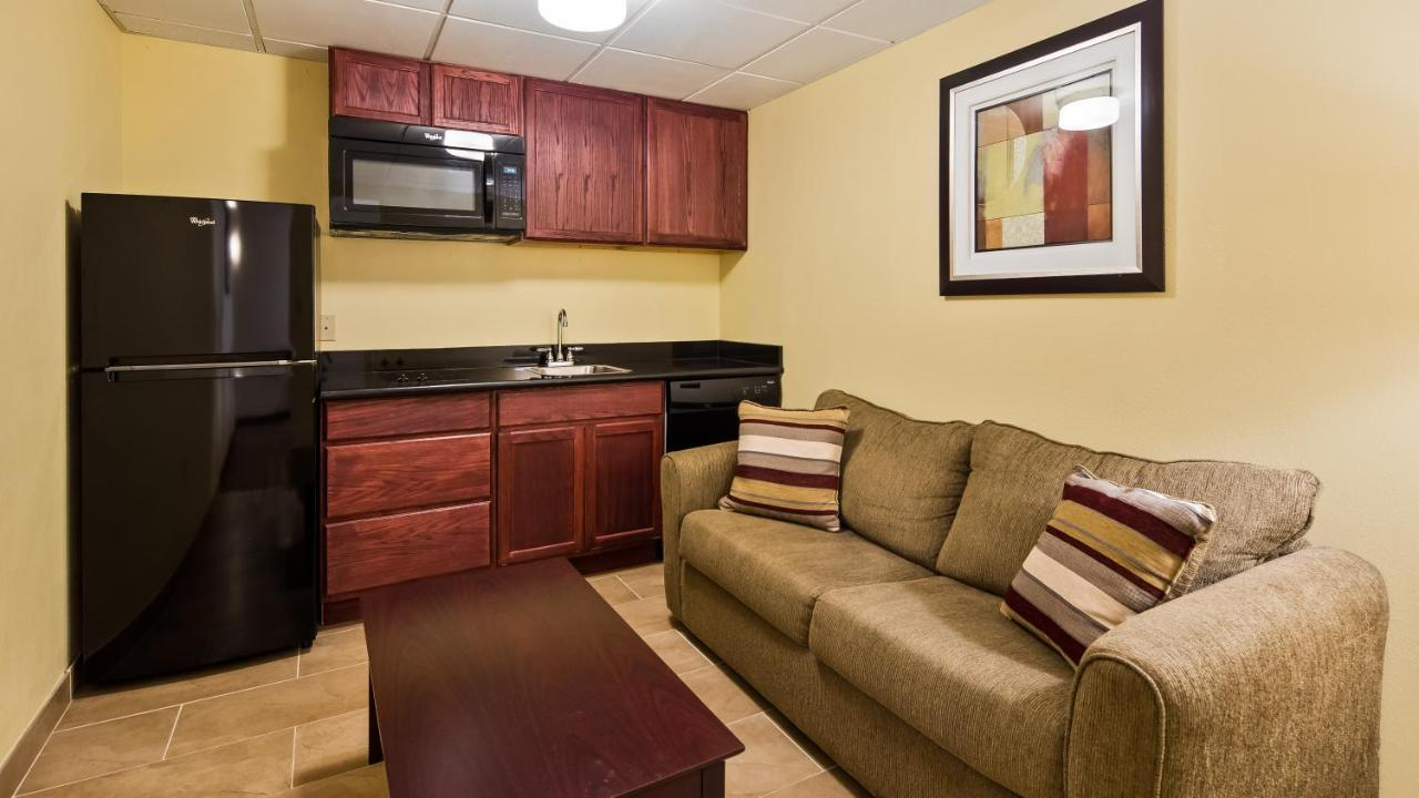 Best Western Inn & Suites, Brook Park, OH - Booking.com
