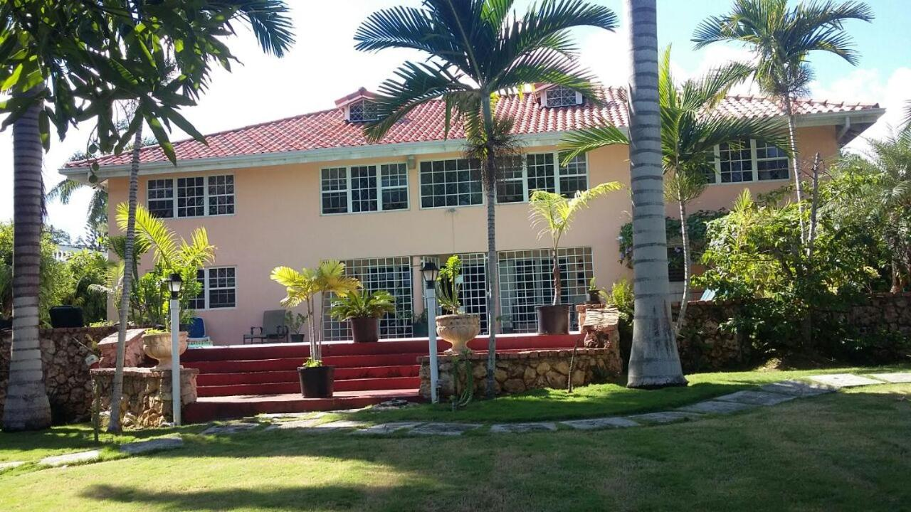 Guest Houses In Ironshore Saint James