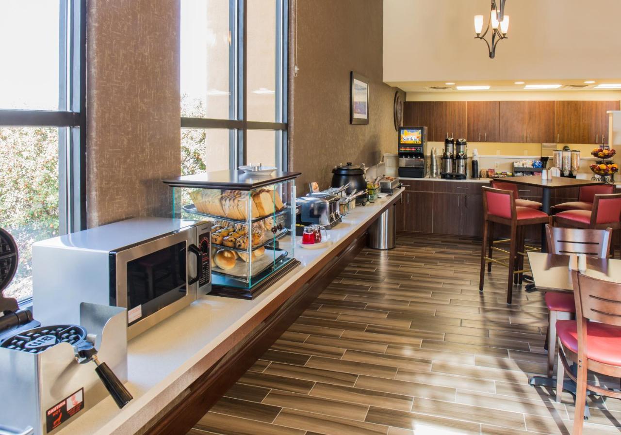 Hotel Suites Albuquerque, NM - Booking.com