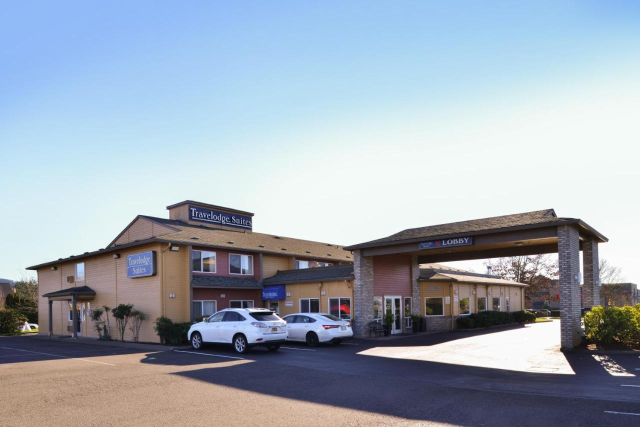 Hotels In Donald Oregon