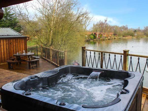 Holiday Cottages close to Tattershall Lakes Country Park